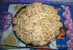 Sajtos tallér gofrisütőben sütve recept képpel. Hozzávalók és az elkészítés részletes leírása. A sajtos tallér gofrisütőben sütve elkészítési ideje: 37 perc