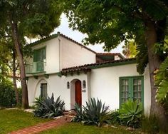 Open House Obsession: Ashley Olsen's House in Hancock Park Tuscan Style Homes, Mediterranean Style Homes, Spanish Style Homes, Spanish Revival, Spanish House, Spanish Colonial, Casas California, California Homes, Spanish Exterior
