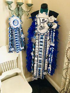 Cheer homecoming mum - #homecomingmumsdiy Texas Homecoming Mums, Football Homecoming, Homecoming Garter, How To Make Braids, How To Make Bows, Box Braids Tutorial, Football Mums, White Mums, Different Braids