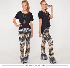 T-shirt preta + Calça estampada #moda #look #outfit #ootd #calça #estampa #flare #tshirt #spezzato #shop #loja #comprasonline #ecommerce #lnl #looknowlook