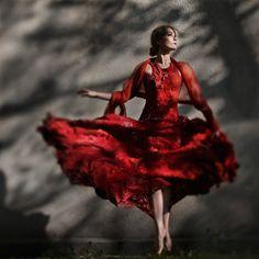Nuno felt dress and natural dyeing by vilte.net photo by Viktorija Vaisvilaite Skirutiene