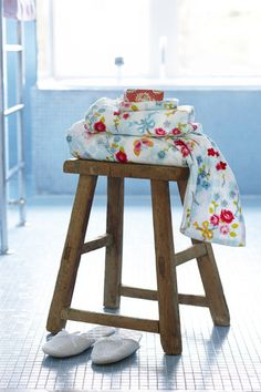 Bell and Blue - Luxury homeware and gifts company and proud stockist of Yvonne Ellen and Pip Studio. Pip Studio, Chinese Blossom, White Hand Towels, Red Cottage, Chic Bathrooms, Guest Towels, Bathroom Towels, Carnival Glass, Funny Art