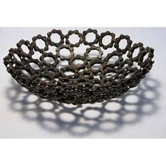 Repurposed bicycle parts in homemade furniture. Make chairs from reclaimed bike wheels, stools and benches from saddles. Recycled bicycles for decoration. Pimp Your Bike, Recycled Bike Parts, Bike Mtb, Homemade Furniture, Welding Art, Welding Projects, Art Projects, Bike Chain, Bicycle Art