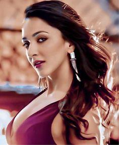 Kiara Advani, Bollywood Actress Hot, Celebrity Dresses, Avengers, Actresses, Celebrities, Beautiful, Fashion, Celebrity Gowns