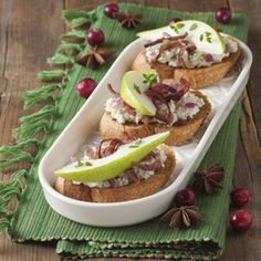 Pear, Prosciutto and Blue Cheese Bruschetta - Price Chopper Recipe