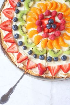 This Sugar Cookie Fruit Pizza recipe is made with a sugar cookie crust, cream cheese frosting, and topped with various fruit of your choice This is the perfect summer dessert - pizza Sugar Cookie Dough, Cookie Crust, Sugar Cookies Recipe, Cookie Recipes, Sugar Cookie Fruit Pizza, Icing Recipe, Recipe For Fruit Pizza, Desert Pizza Recipes, Fruit Pizza Frosting