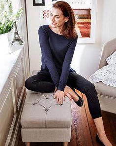 Odkryj to właśnie w Tchibo. Paris Mode, French Chic, Wardrobe Basics, About Hair, Elegant, Ballet Flats, Vogue, Classy, Lifestyle