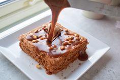 Snickerskake - noe av det beste jeg vet! | Gladkokken Krispie Treats, Rice Krispies, Pudding, Baking, Desserts, Food, Caramel, Tailgate Desserts, Deserts