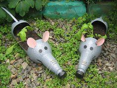 Bottle crafts for kids Plastic Bottle Planter, Reuse Plastic Bottles, Plastic Bottle Crafts, Recycled Bottles, Pop Bottle Crafts, Painted Flower Pots, Pop Bottles, Recycled Crafts, Diy Crafts