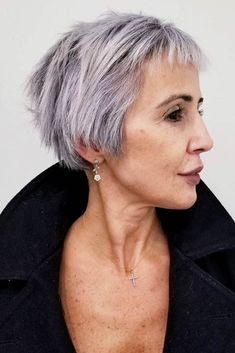 Kurze Haare - Long Straight Pixie With Baby Bangs - Wallpaper Pinme Pixie Cut With Bangs, Short Hair With Bangs, Haircuts With Bangs, Short Hair Cuts, Pixie Haircuts, Grey Hair With Bangs, Grey Hair Over 50, Pixie Cuts, Thin Hair