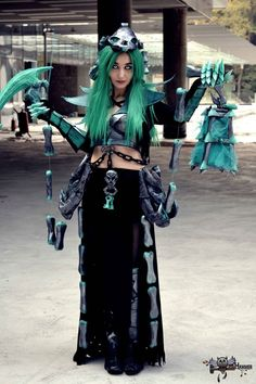Female Thresh by Bride-of-Cthulhu on DeviantArt Awesome Cosplay, Best Cosplay, Cosplay League Of Legends, Lol, Halloween Cosplay, Cthulhu, Cosplay Girls, Fashion Accessories, Punk