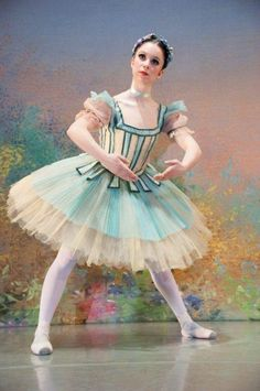 How to Choose Ballet Shoes Nutcracker Costumes, Theatre Costumes, Tutu Costumes, Ballet Costumes, Doll Costume, Costume Queen, Robes Tutu, Tulle Tutu, Ballet Posters