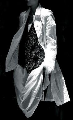 Ann Demeulemeester s'15. Zippertravel.com Digital Edition