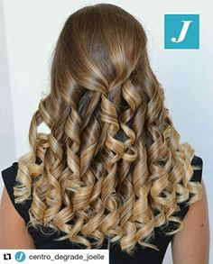 Esprimi un desiderio _ Degradé Joelle #cdj #degradejoelle #tagliopuntearia #degradé #igers #musthave #hair #hairstyle #haircolour #longhair #ootd #hairfashion #madeinitaly #matera #matera2019 #sassimatera