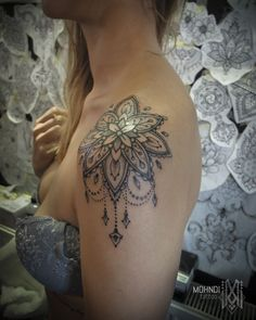 Mohndi Tattoo // Ornamental Mandala shoulder // Bruxelles – Brussels / Belgique – Belgium Related posts:Small Tattoo Models by Korean Adorable Ankle Tattoos That All Deserve OscarsSolutions for jeans Trendy Tattoos, Unique Tattoos, New Tattoos, Body Art Tattoos, Sleeve Tattoos, Gorgeous Tattoos, Funny Tattoos, Rose Tattoos, Flower Tattoos