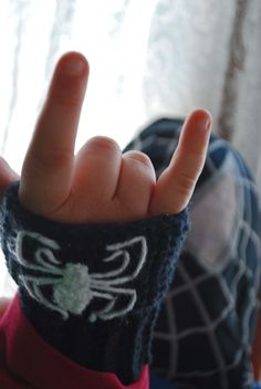 How to Crochet Awesome Black Suit Spiderman Fingerless Gloves