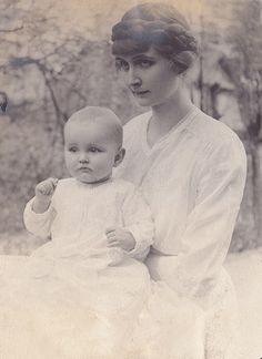 +~+~ Vintage Photograph ~+~+ Mother and baby.