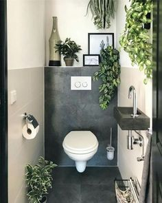 Baños de cortesía y cómo lucir uno de 10 – Decoración de Interiores Small Downstairs Toilet, Small Toilet Room, Downstairs Bathroom, Bathroom Layout, Bathroom Colors, Bathroom Interior, Small Bathroom, Small Toilet Decor, Small Toilet Design