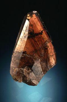 "Ferro-axinite, Ca2Fe2+Al2BSi4O15OH, (4,4cm) ""Bachaboulou"", Chamrousse, Isère, France. Coll. Eric Asselborn; Photo : Jeffrey Scovil ©"