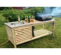 DIY Portable Kitchen by Molarin, Sweeden. This simpler and easier outdoor kitchen project will allow you to enjoy your outdoors even more with way less concern. Modular Outdoor Kitchens, Outdoor Kitchen Design, Backyard Kitchen, Camping Kitchen, Backyard Patio, Portable Barbecue, Bbq Island, Built In Grill, Sink Design