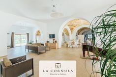 La Sala #Ricevimenti della Masseria La Cornula è attrezzata per ospitare qualsiasi evento, dalle feste di compleanno ai matrimoni, con la massima attenzione ai piccoli dettagli.