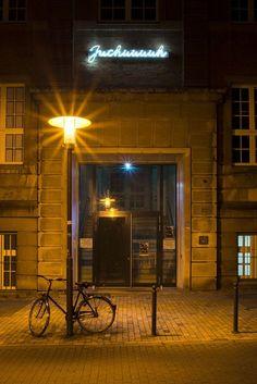 """#Kiel Der Ausruf """"Juchuuuuh"""" feiert überdimensional und plakativ das Ende von Ingo Gerkens eigenem Studium. Der Schriftzug war Teil der Diplomarbeit von Ingo Gerken an der Muthesius-Kunsthochschule, dama..."""