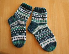 Knitting Socks, Knit Socks, Baby Knitting, Boys Socks, Clothing Patterns, Bunt, Mittens, Knitting Patterns, Knit Crochet