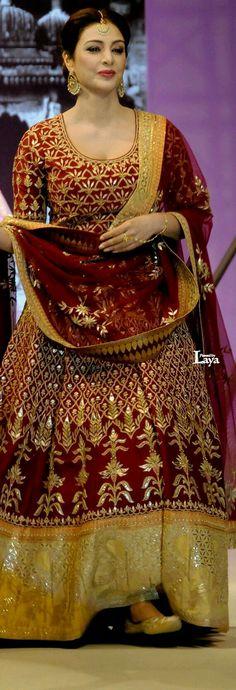 Tabu in Anita Dongre creation Pakistani Dresses, Indian Dresses, Indian Outfits, Pakistan Fashion, India Fashion, Indie Mode, Indian Bridal Wear, Bride Indian, Punjabi Bride
