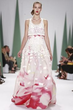 Carolina Herrera Ready To Wear Spring Summer 2015 New York...Here's another one to imagine in your wedding colors. GORGEOUS!!