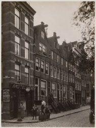 Elandsgracht 91-105 Op de voorgrond links: Tweede Looiersdwarsstraat. Op de achtergrond rechts: Derde Looiersdwarsstraat.