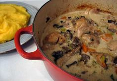 Romanian Creamed Chicken (Ciulama de pui) Recipe on - Recipes to Cook & international cuisine - Eastern European Recipes, European Cuisine, Romanian Food, Romanian Recipes, Russian Recipes, Turkish Recipes, Creamed Chicken, Chicken Fricassee, Cooking Onions
