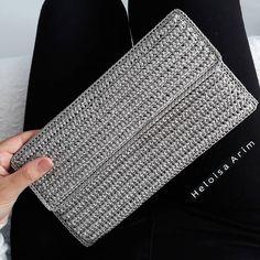 Crochet Wallet, Crochet Clutch, Crochet Bags, Plastic Canvas, Purses And Bags, Instagram, Cotton, Crochet Ball, Made By Hands