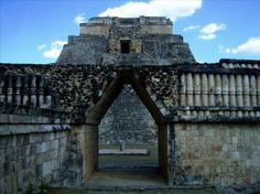 Arco Maya - Piramide del Adivino - Uxmal Yucatán Mexico