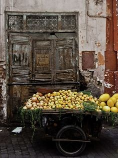 The old vegetable wagon still looks beautiful & serving it's purpose~❥