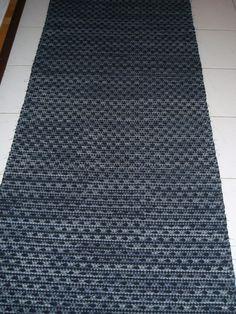 musta trikoo + harmaa trikoo + farkku