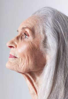 That's Not My Age: Fabulous Fashionistas Fashion model Daphne Selfe. Started modeling in her Daphne Selfe is 89 years-old. Daphne Selfe, Stylish Older Women, Long Gray Hair, Old Faces, Beautiful Old Woman, Advanced Style, Ageless Beauty, Aging Gracefully, Makeup Looks