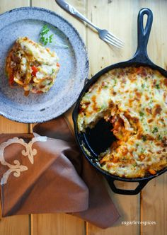 Italian-Style Shepherd's Pie   15 Insanely Delicious Springtime Low Carb Dinner Recipes Low Carb Dinner Recipes, Healthy Recipes, Savoury Recipes, Brunch Recipes, Yummy Recipes, Healthy Food, Sauteed Peppers And Onions, One Dish Dinners, How To Cook Potatoes