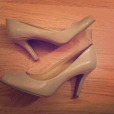 Nude 3' heels by Nine West round toe mid-height high heels in nude color patent leather. In good condition- the only signs of wear on on the soles. Perfect for when you don't know what color shoes to wear. Classic style! Run a bit small! Nine West Shoes Heels