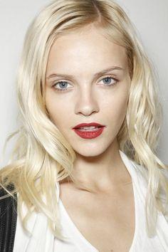 Ginta Lapina, es mas linda que Barbara Palvin? Lace Makeup, Red Makeup, Makeup Looks, Makeup Lipstick, Ice Blonde, Blonde Hair, Afro, Matte Red Lips, Ginta Lapina