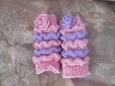 Pitkään ihaillut pieniä sukkia FB:ssä jotka tehty Wellenmuster-ohjeella. Itse kuitenkin tein ilman terää eli säärystimet näin kokeeksi.    ...