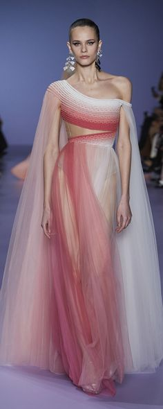 Georges Hobeika Spring-summer 2020 - Couture – 59 photos - the complete collection Style Couture, Couture Fashion, Runway Fashion, Fashion Show, High Fashion, Fashion Design, Punk Fashion, Lolita Fashion, Georges Hobeika