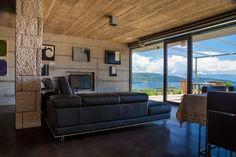 Insel Krk, energetisch unabhängiges Haus von 150 m2 Fläche mit Grundstück – Olivengarten von 30.000 m2 Fläche.