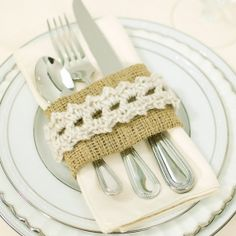 These burlap and crochet lace place settings are perfect for your Holiday table!