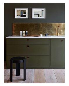 Linda combinação do tom de verde com ouro velho #bossa #bossaarquitetura…