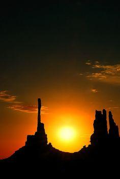 Totem Sunrise- Monument Valley
