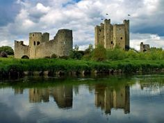 Beautiful medieval Trim Castle in Ireland, the place where Braveheart movie was filmed | 10 Most Amazing Castles in Ireland You Should Visit