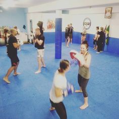 Muay Thai class was solid tonight!!! I had the intermediate crew working head movement and punching angles and Coach Richie was introducing the beginners to the fundamentals.  http://ift.tt/1gLecJe  #flowma  #muaythai #muaythailife #mma #surf #bjj #lifestyle #goldcoast #goldcoastlife #coolangatta #cooly #kirra #snapperrocks #currumbinbeach by flowma_