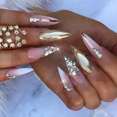 20 stunning lastest stiletto nail art ideas you'll love to try. Beautiful Nail Designs, Beautiful Nail Art, Gorgeous Nails, Glam Nails, Bling Nails, Beauty Nails, Bling Bling, Crome Nails, Nagel Bling