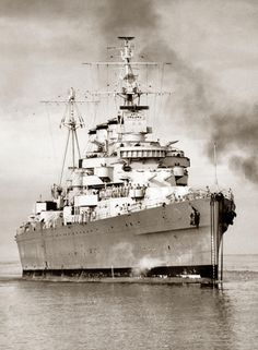 """apostlesofmercy: """"HMAS Australia, a County-class heavy cruiser built by John Brown and Company at Clydebank, Scotland for the Royal Australian Navy, launched in """" Naval History, Military History, Australian Defence Force, Royal Australian Navy, Heavy Cruiser, Military Diorama, Navy Ships, Submarines, Royal Navy"""
