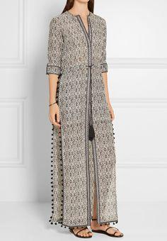 Discover recipes, home ideas, style inspiration and other ideas to try. Abaya Fashion, Muslim Fashion, Modest Fashion, Indian Fashion, Fashion Dresses, Kurta Designs Women, Salwar Designs, Blouse Designs, Kurta Patterns